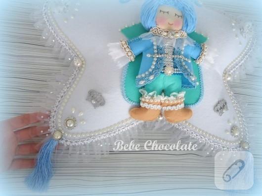 kece-prens-bebekli-bebek-taki-yastigi-2