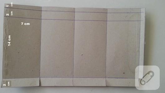 mukavva-kartondan-dekoratif-kitap-tutucu-yapimi-1