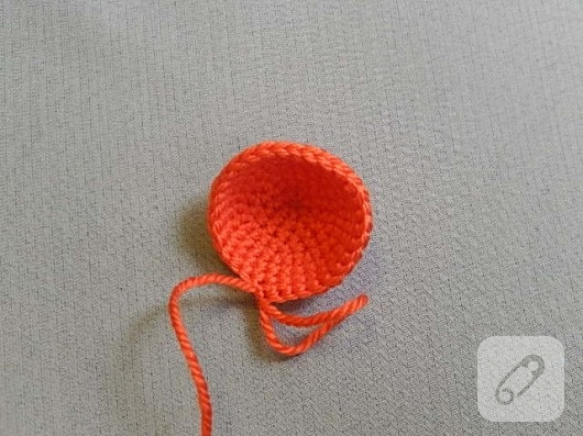 amigurumi-oyuncak-nasil-yapilir-orgu-denizanasi-8