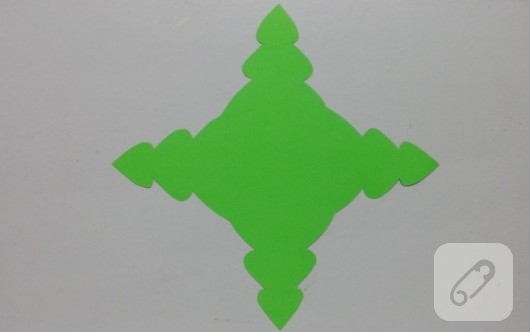 cam-agaci-seklinde-kartondan-hediye-kutusu-yapimi-5