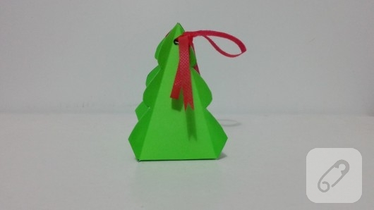 cam-agaci-seklinde-kartondan-hediye-kutusu-yapimi-9