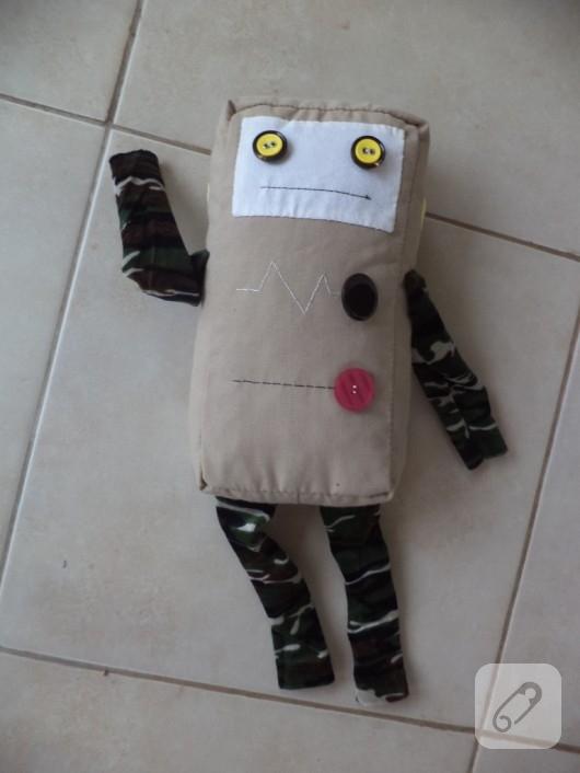 el-yapimi-robot-oyuncak