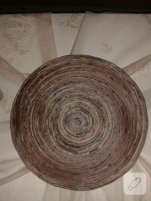gazete-kagidi-degerlendirme-dekoratif-tabak-1
