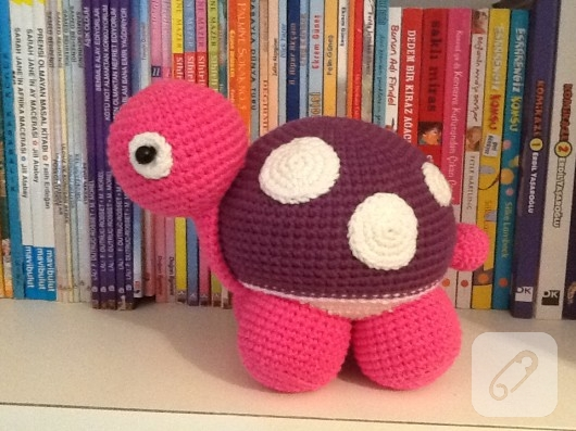 amigurumi-pembe-kaplumbaga-el-yapimi-orgu-oyuncaklar-1