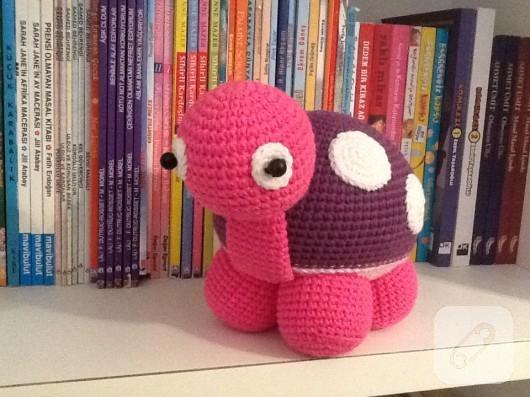 amigurumi-pembe-kaplumbaga-el-yapimi-orgu-oyuncaklar