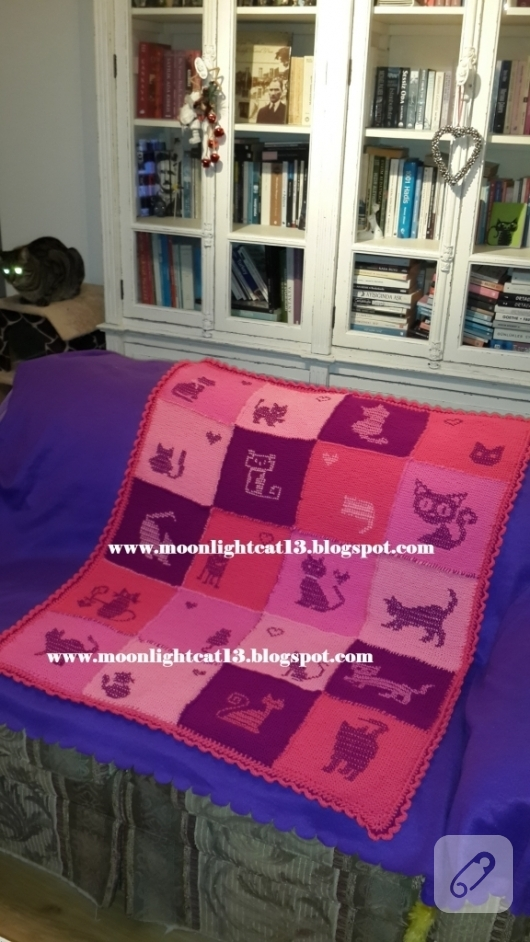 kedi-motifli-orgu-battaniye-modelleri-