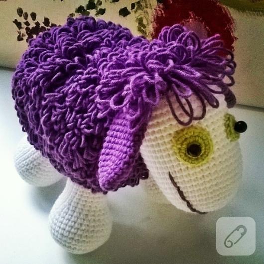 amigurumi-oyuncak-mor-koyun