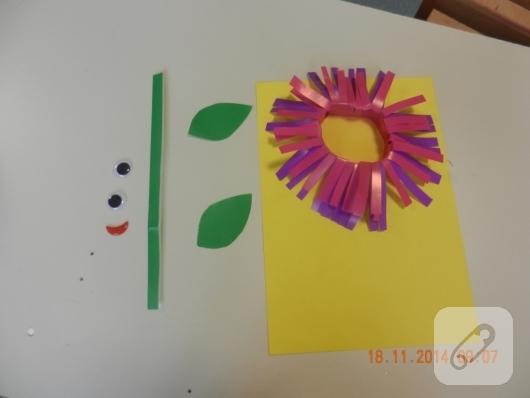 cocuk-etkinlikleri-renkli-kagitlardan-cicek-yapimi-7