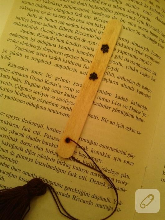 dondurma-cubuklarindan-kitap-ayraci-yapimi-13