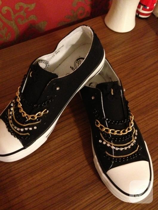 zincirlerle-ayakkabi-susleme-kendin-yap-ayakkabi-yenileme-fikirleri-4