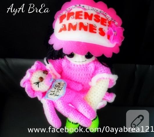 pembe-elbiseli-amigurumi-bebek-modelleri-2