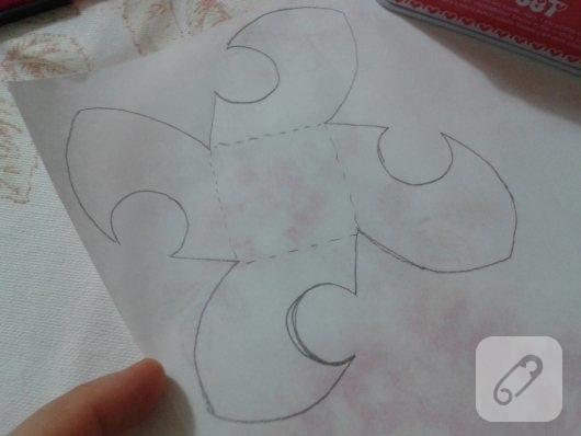 kartondan-origami-gul-yapimi-2