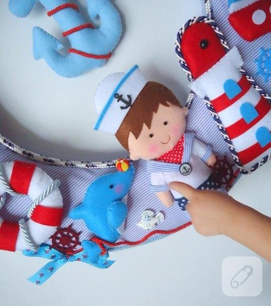 kumas-ustune-kece-suslemeli-denizci-temali-kapi-susu-kece-bebek-detay