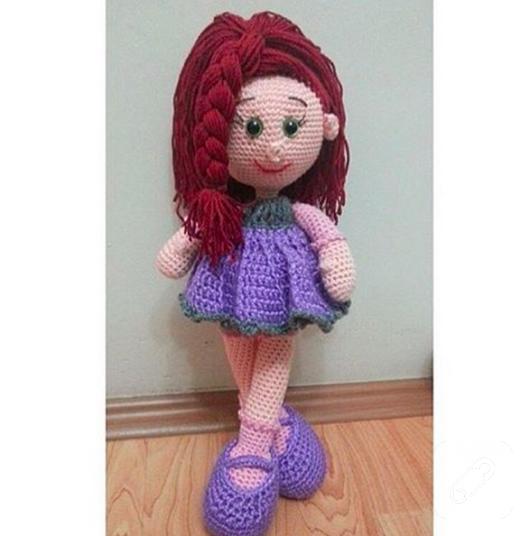 amigurumi-kizil-sacli-mor-elbiseli-orgu-oyuncak-bebek