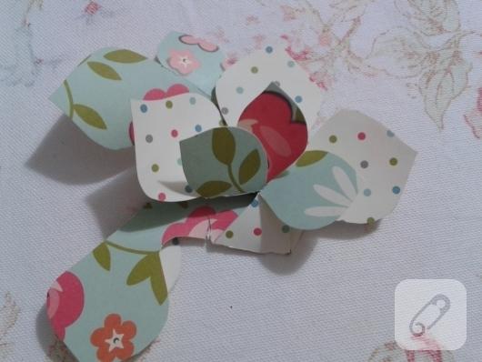 kartondan-origami-cicek-nasil-yapilir-11