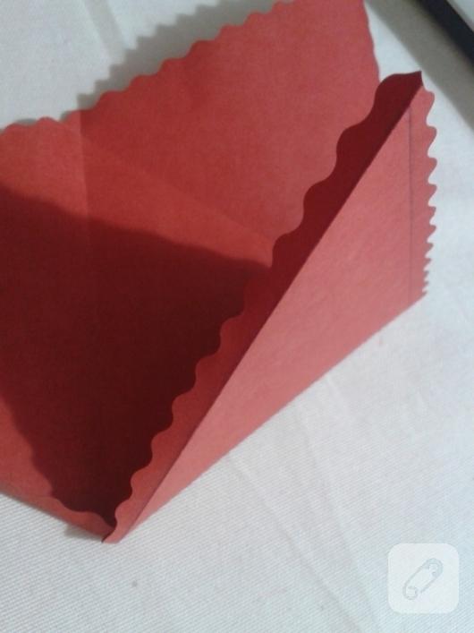 kartondan-ucgen-hediye-paketi-yapimi-anlatimli-5