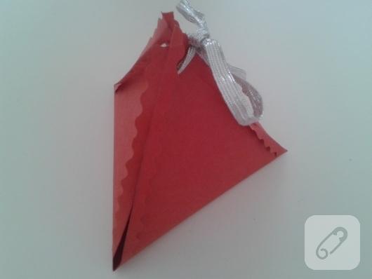 kartondan-ucgen-hediye-paketi-yapimi-anlatimli-9
