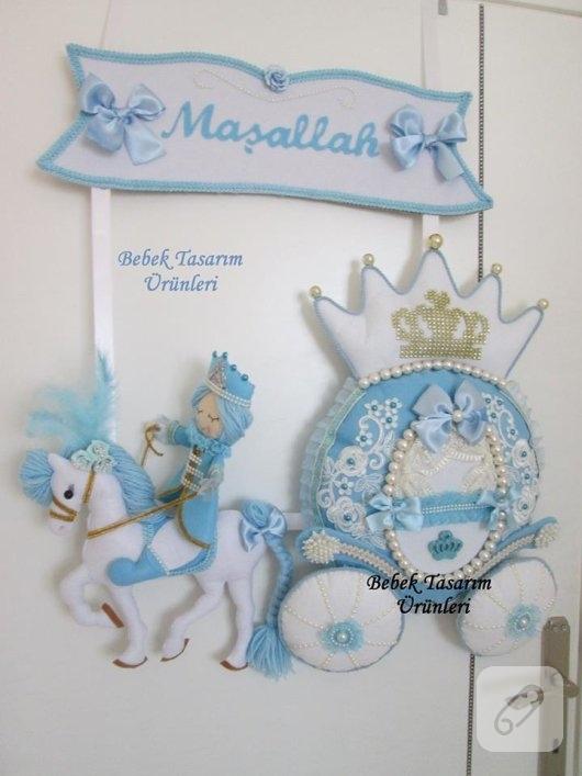 keceden-masallah-yazili-balkabagi-prens-suslemeli-mavi-erkek-bebek-odasi-kapi-susu-modelleri