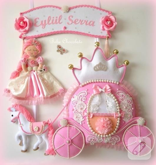 keceden-prenses-balkabagi-arabali-pembe-kiz-bebek-odasi-kapi-susu-modelleri-2