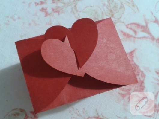 kirmizi-kartondan-kalpli-hediye-paketi-yapimi-anlatimli