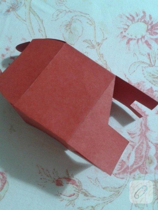 kirmizi-kartondan-kalpli-hediye-paketi-yapimi-anlatimli-9