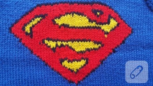 mavi-superman-desenli-orgu-bebek-suveteri-superman-logo-detay
