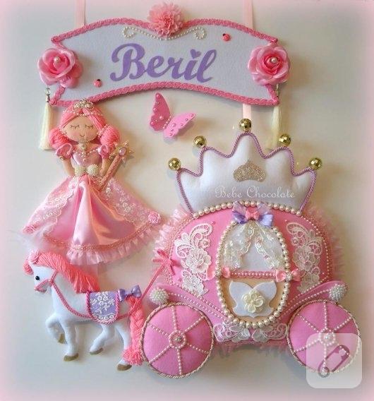 prenses-bebekli-pembe-kiz-bebek-odasi-kapi-susu-modelleri