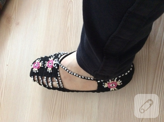 tig-isi-boncuk-suslemeli-sandalet-patik-orgusu-anlatimli-patik-modelleri-5