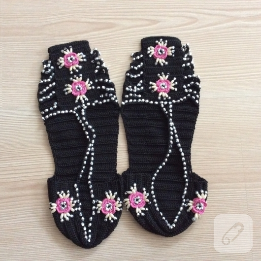 tig-isi-boncuk-suslemeli-sandalet-patik-orgusu-anlatimli-patik-modelleri