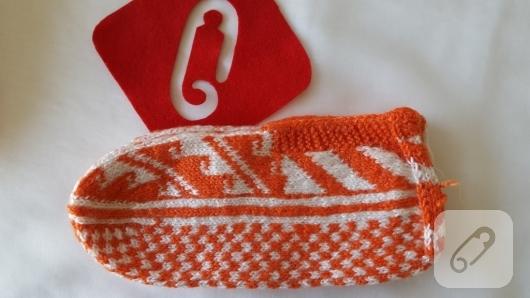 turuncu-beyaz-orgu-patik-modeli