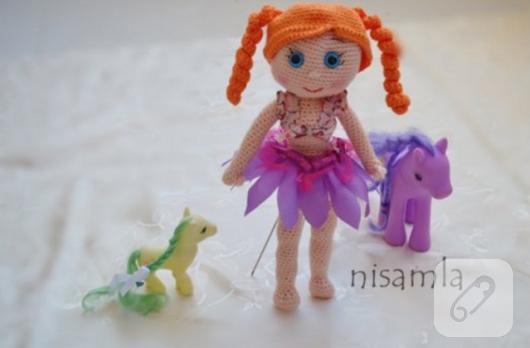 turuncu-sacli-amigurumi-bebek-orgu-oyuncaklar