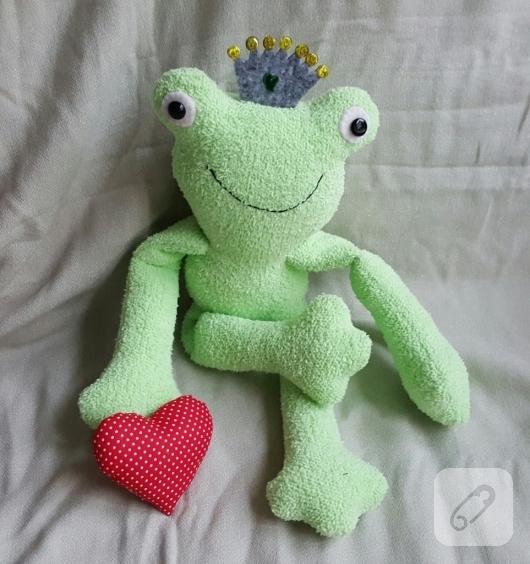 havlu-kumastan-kurbaga-oyuncak-modelleri