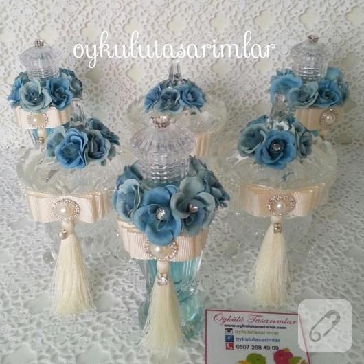 mavi-kurdele-suslemeli-kolonyo-siseleri-ve-cam-sekerlikler