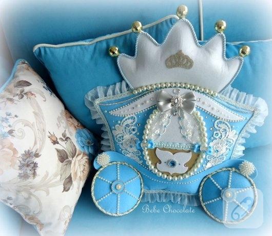mavi-keceden-balkabagi-erkek-bebek-taki-yastigi-3