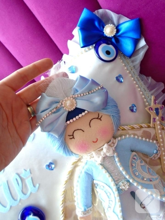 mavi-keceden-bebek-taki-yastigi-modeli-2