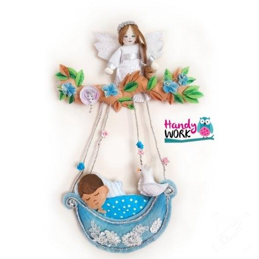 kece-melekli-bebek-odasi-kapi-susu-modelleri