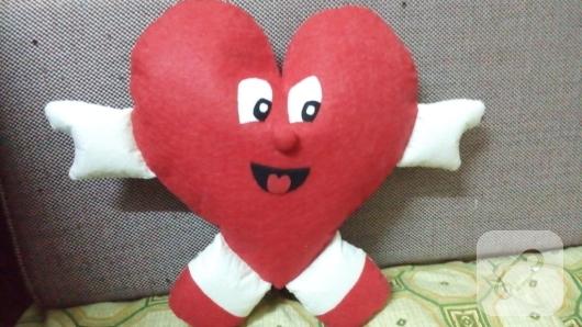 keceden-kirmizi-kalp-seklinde-yastik-yapimi-7