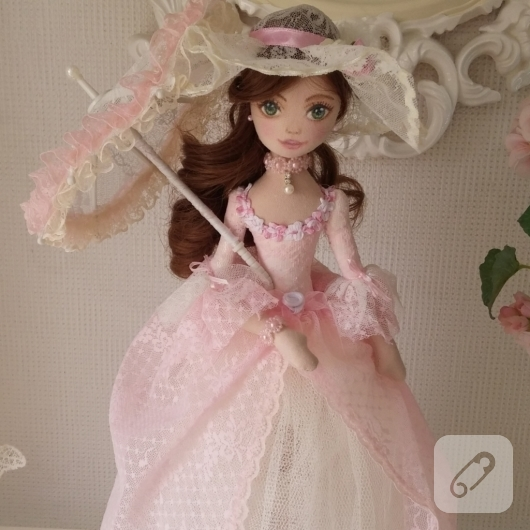 pembe-kabarik-elbiseli-el-yapimi-matmazel-bez-bebek-modeli-2