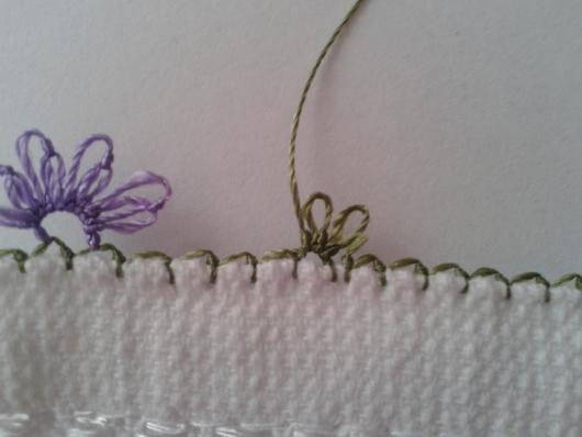 iğne oyasından çiçekli havlu kenarı yapımı (6)