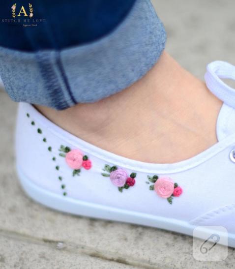 brezilya-nakisi-gullu-beyaz-ayakkabi-susleme