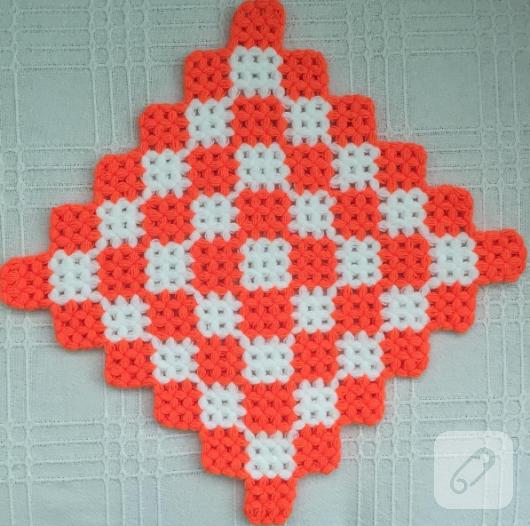 turuncu-beyaz-kareli-orgu-lif-modeli