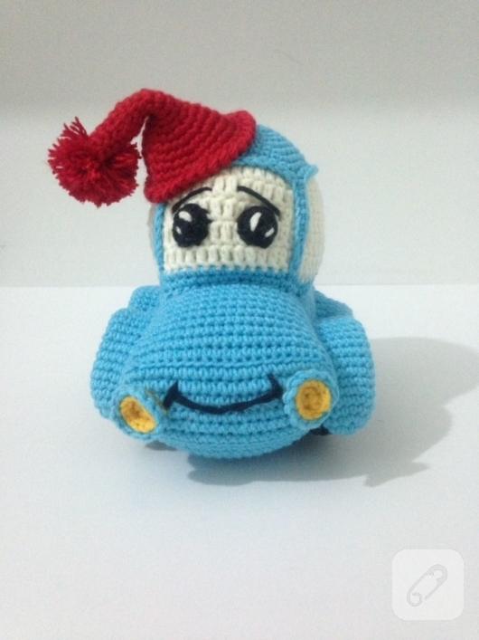 amigurumi-mavi-orgu-araba-oyuncak-1