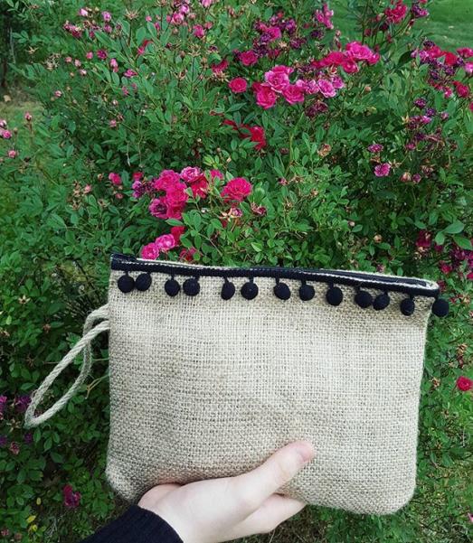 ffe84b8c4738a Jüt kumaştan ponponlu clutch çanta – 10marifet.org