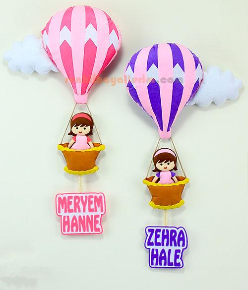 Meryem ve Zehra kardeşler sıcak hava balonlu bebek kapı süsü