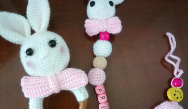 Şirin tavşancık ile çıngarak ve emzik zinciri
