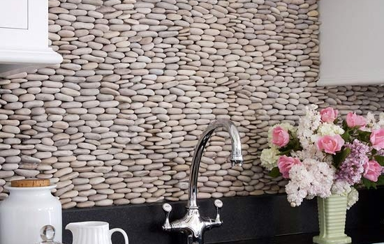 white-kitchen-cobblestone-backsplash