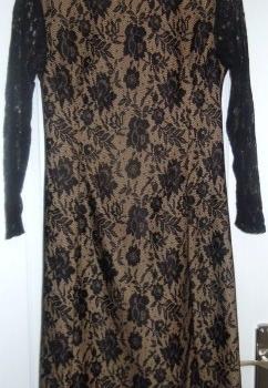 Dantel kumaştan elbise