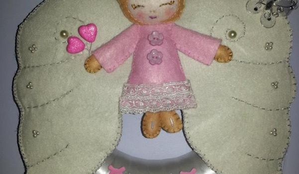 Kız bebek için kapı ve duvar süsü istenildiğinde isim eklenebilir.