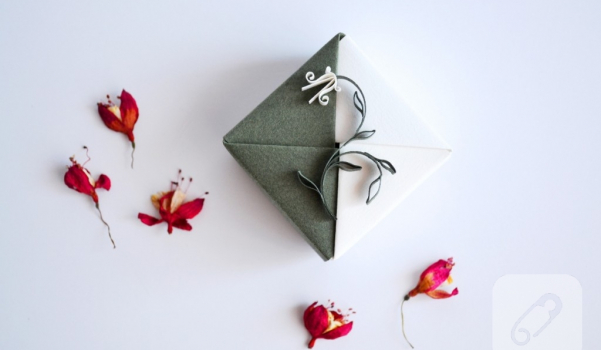 origami_gift_box_green_white_floral_quilling