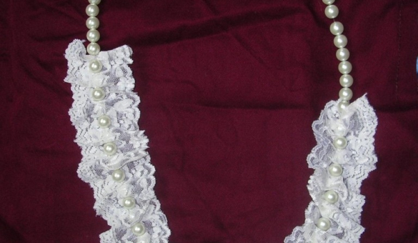 dantel-modelleri-incili-dantelli-beyaz-kolye